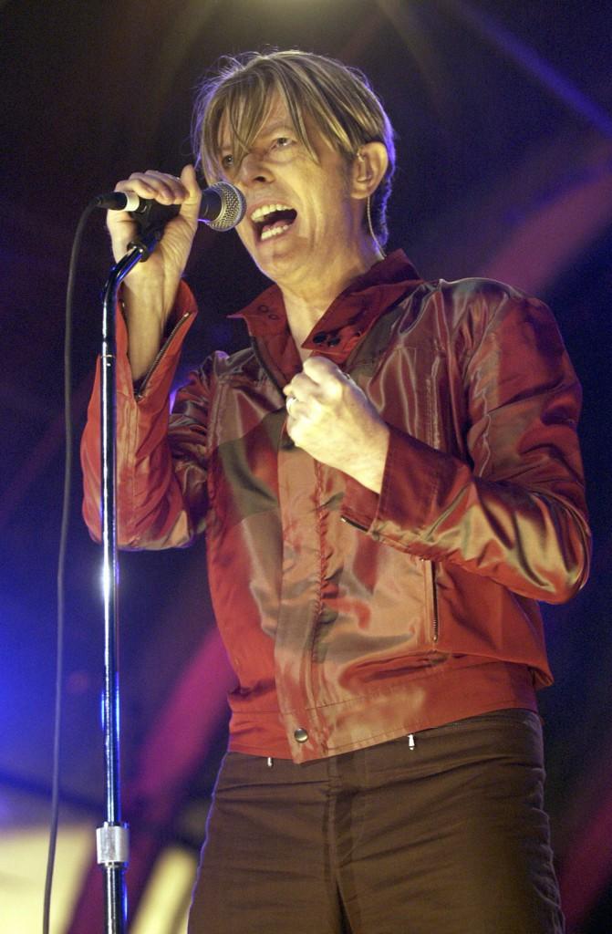 10. Дэвид Боуи на MTV's Rock and Comedy Concert 2002.