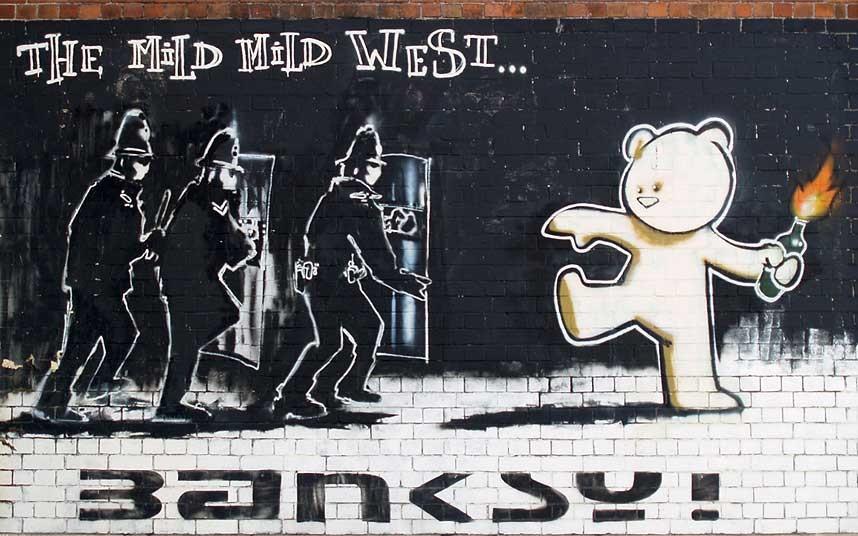 3. «Мягкий, мягкий Запад» - еще одна работа Бэнкси.
