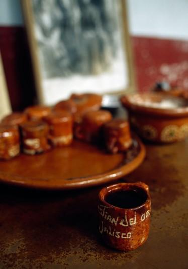 4. Кафе де Олла или кофе по-мексикански – очень вкусный и пряный кофейный напиток, в котором обязательно есть палочка корицы, а также сахар-сырец piloncillo. Напиток традиционно подается в глиняных горшках, для придания немного землистого вкуса.