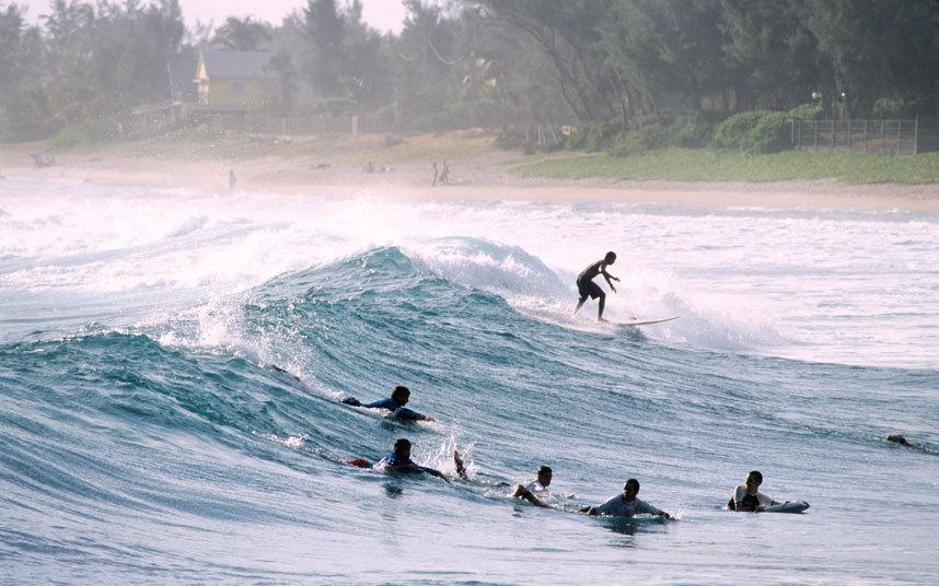 1. Остров Реюньон получил свою репутация самого опасного острова из-за нападения акул.