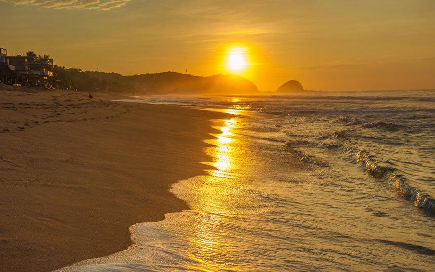 11. Playa Zipolite, Мексика. Говорят, что слово Zipolite означает «пляж мертвых».
