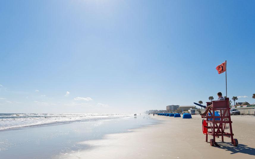 6. Графство Волуси, Флорида. Пляжи Волуси также подвержены нападению акул.