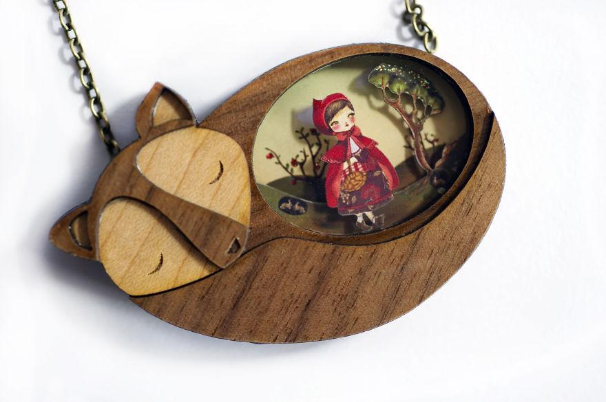 1. Ожерелье «Красная Шапочка»