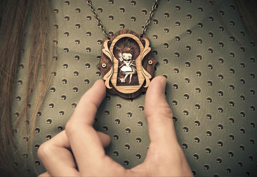 10. Ожерелье «Алиса».