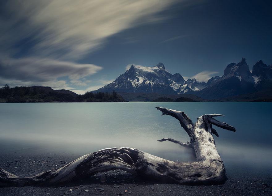 10. Пеоэ – озеро в национальном парке Торрес-дель-Пайне в Чили.
