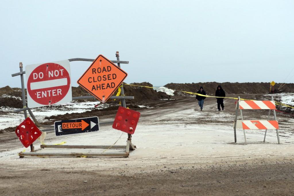 27. Некоторые дороги закрыты после урагана, который прошел летом.