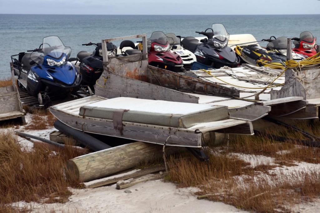 29. Снегоходы и специальные лодки китобоев.
