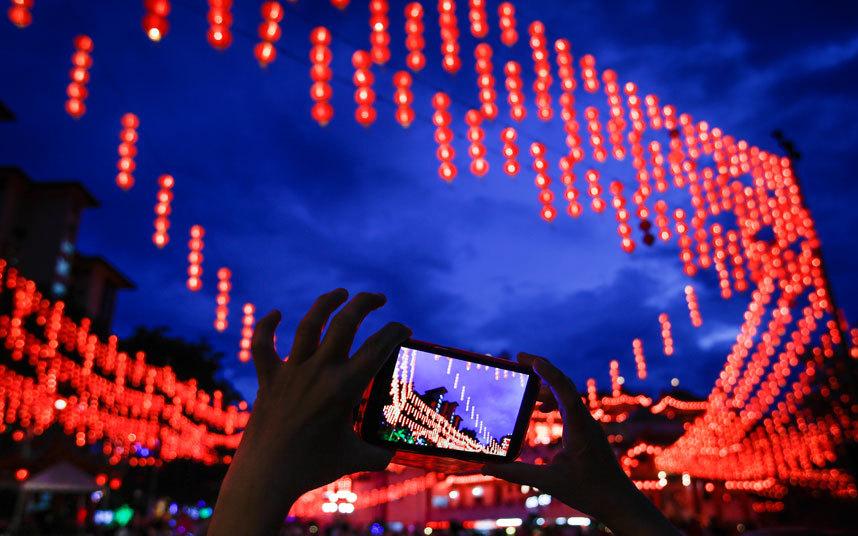 23. Фотографии фонариков – одни из самых популярных фото в соцсетях в это время.
