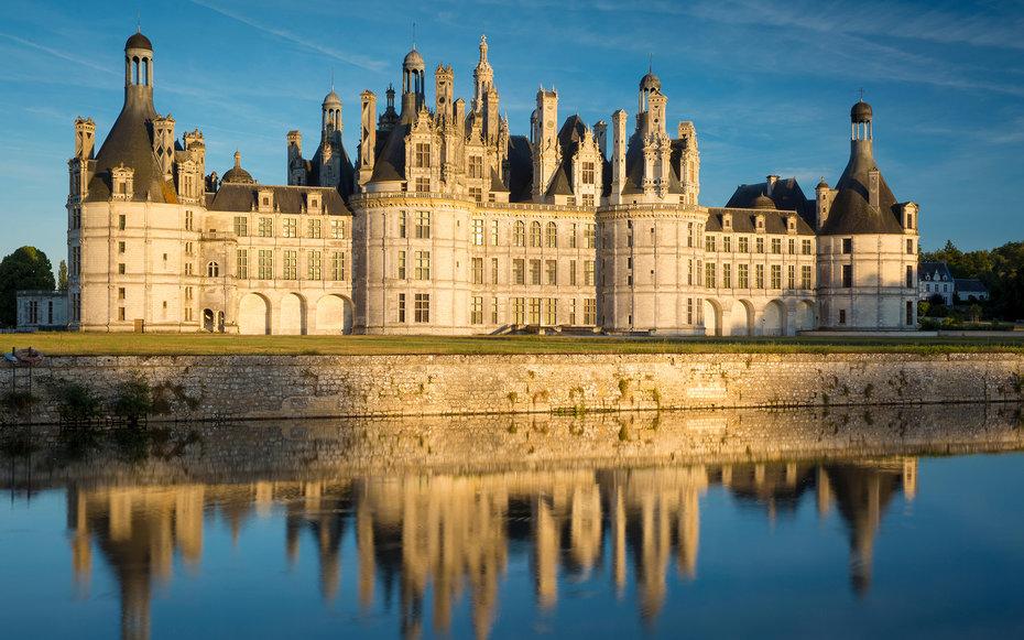 2. Красавица и Чудовище – замок Шамбор, Франция.