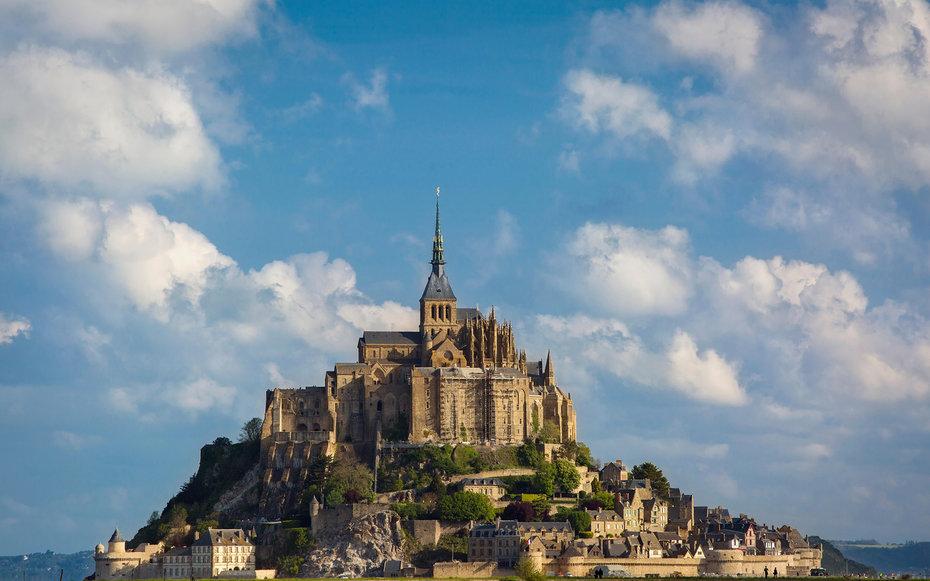 6. Рапунцель: Запутанная история – остров Мон-Сен-Мишель, Франция.
