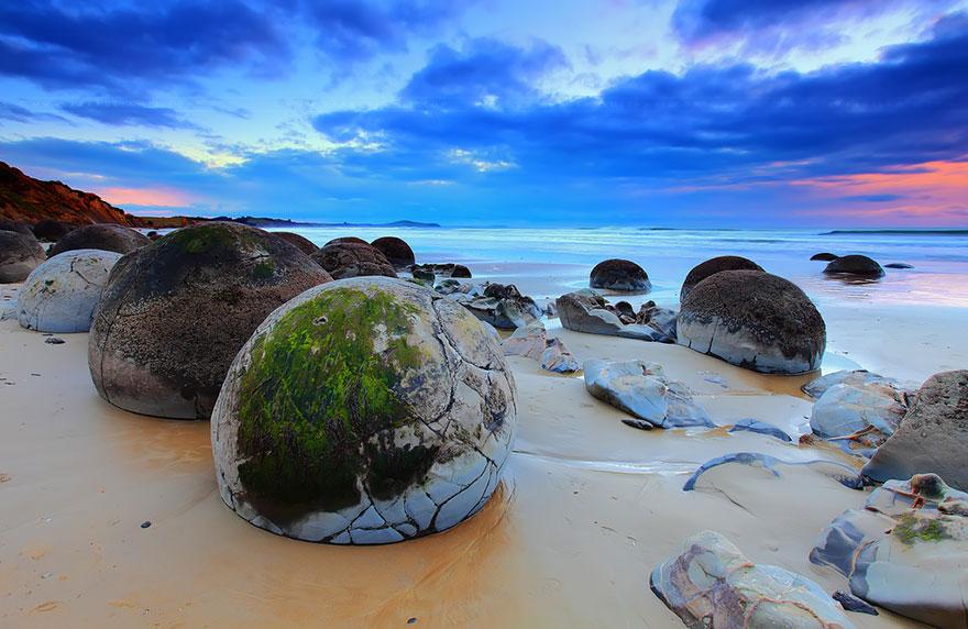 8. Яйца драконов на пляже Коекохе, Новая Зеландия.
