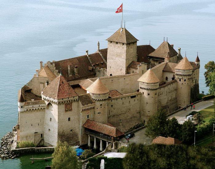 10.  Шильонский замок, Швейцария.