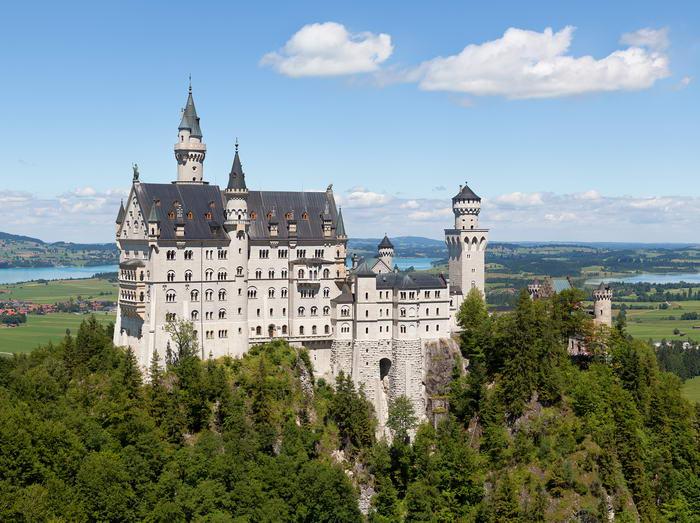 2. Замок Нойшванштайн, Германия.