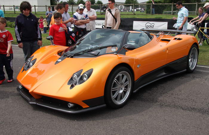 5. Pagani Zonda Cinque Roadster (1,85 миллиона долларов).