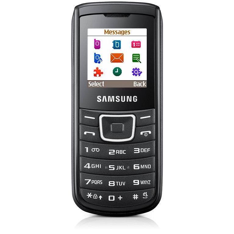 14. Samsung E1100 который очень долго мог держать заряд. Этот телефон мог жить без подзарядки две недели.