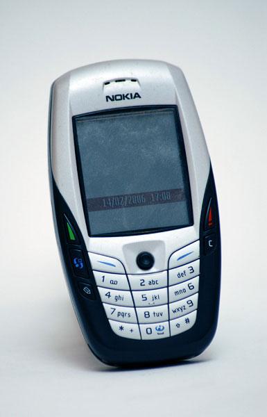 15. Необычный Nokia 6600 был невероятно популярным, несмотря на свою высокую цену в 2003 году.