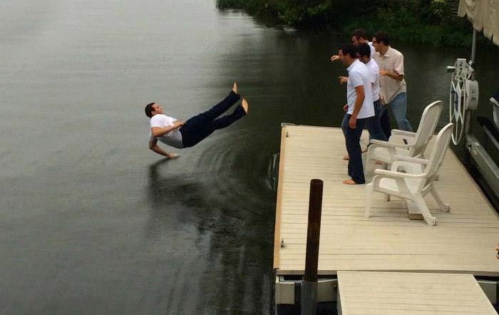 35. Прыгнуть в воду и не намокнуть – легко!