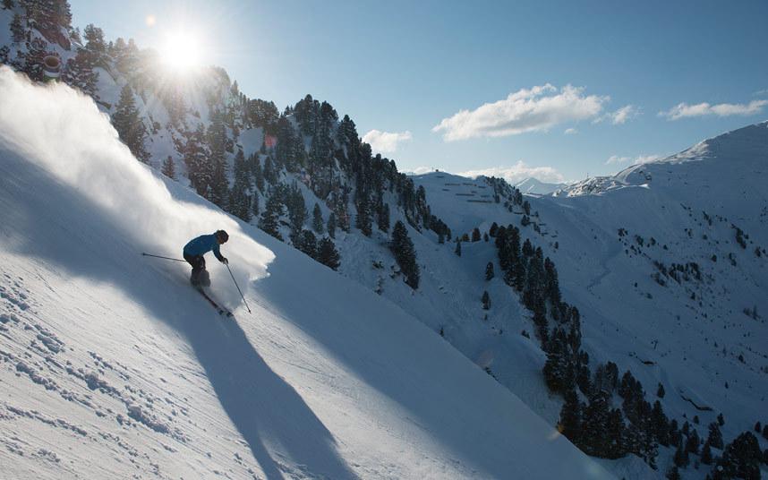 7. Харакири, Майрхофен. Название этой трассы в Австрии говорит само за себя. Трасса имеет отрезок, где угол спуска достигает 78 градусов.