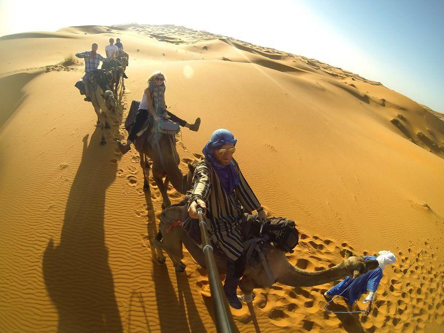 13. «Ездили на верблюдах в Сахаре».