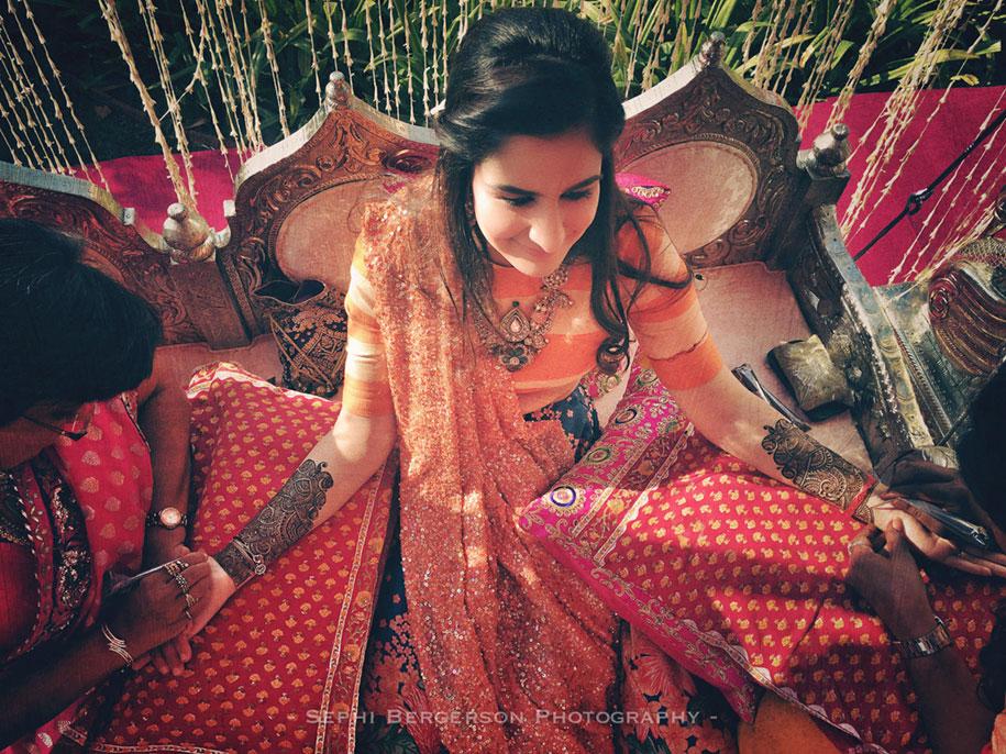 1. «Это была моя давняя мечта – снять индийскую свадьбу целиком только на iPhone» - говорит фотограф.