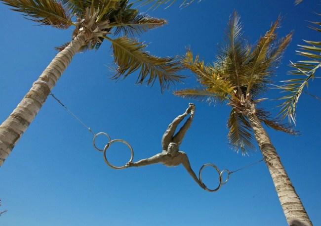 1. Акробат, балансирующий на ветру, ОАЭ.