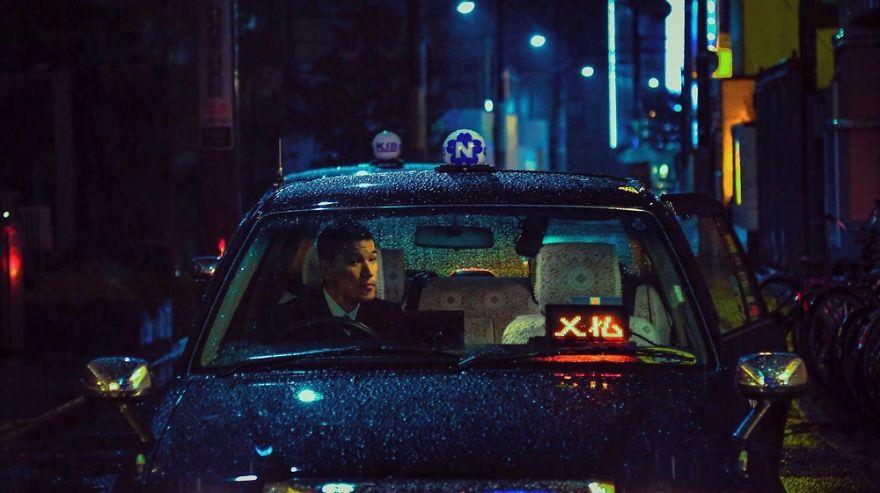 7. Однажды ночью пошел дождь, и город ожил.