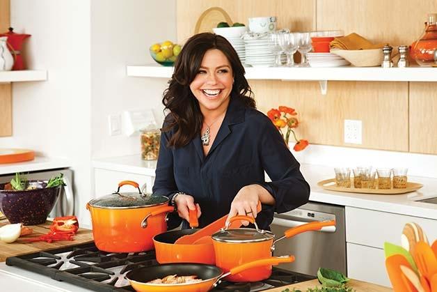 11. Рейчел Рэй. Она не владеет ресторанами, зато ее кулинарные программы известны многим. Также она является автором многих кулинарных книг.