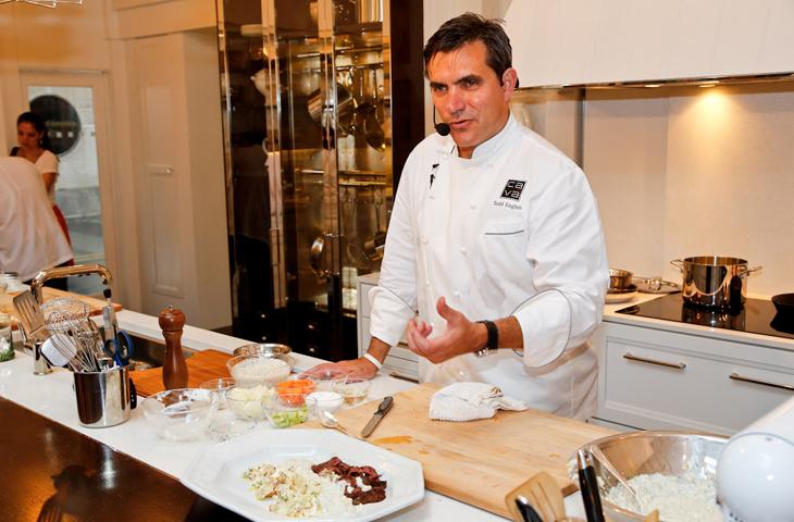 13. Тодд Инглиш – один из самых известных поваров США. Тодд владеет десятками ресторанов средиземноморской кухни во всем мире.