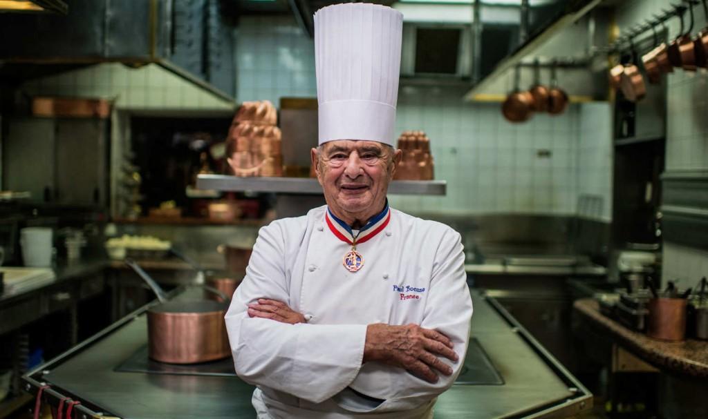8. Поль Бокюз – мэтр французской кухни. Философию Бокюза – натуральный вкус ингредиентов, а также простота и изящество. И никаких соусов, которые меняют истинный вкус продуктов.