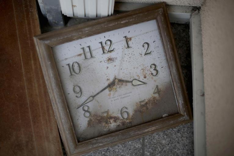 4. Неработающие часы в одном из домов, уничтоженном цунами.