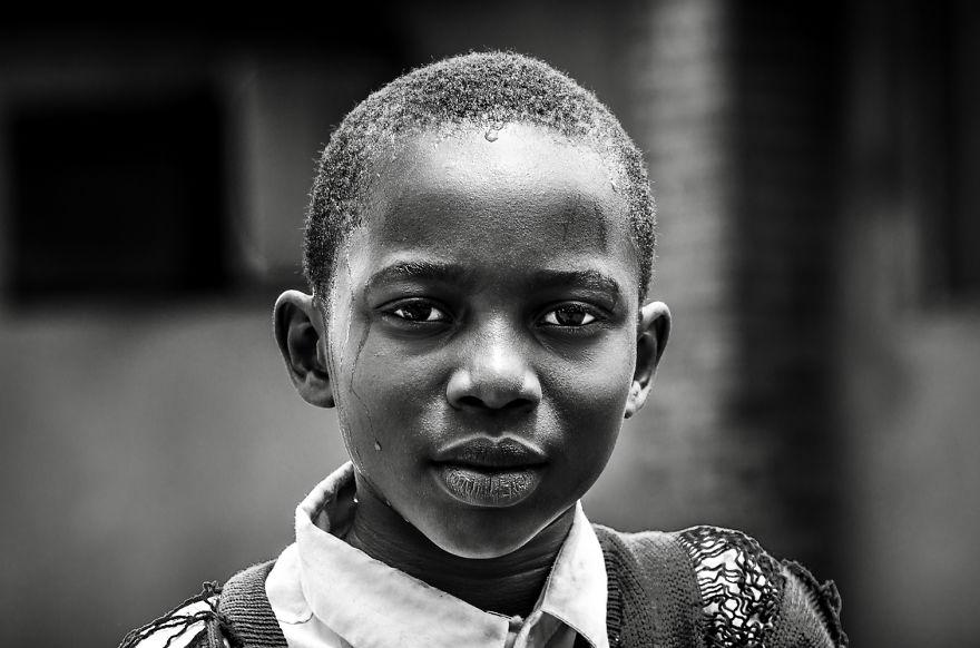 14. Глаза этих детей говорят больше других слов.