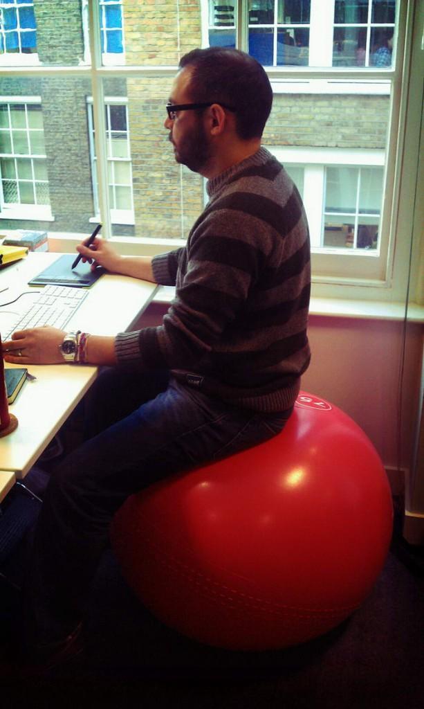 3. Фитбол вместо офисного кресла.
