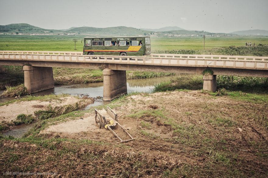 6. Северокорейцы могут путешествовать только в пределах своей страны и то, после получения разрешения.