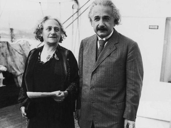 5. Будучи пока женатым на Милеве, Эйнштейн встречался со своей двоюродной сестрой Эльзой. После развода с Марич, Эйнштейн и Эльза узаконили свои отношения.
