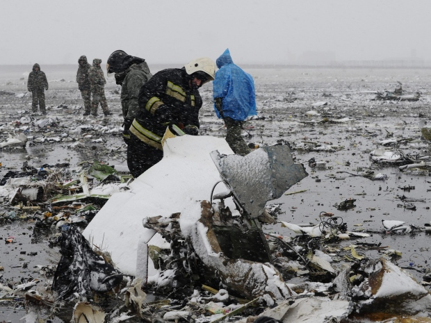 1. Сотрудники МЧС России сразу же прибыли на место крушения самолета. Все 62 человека на борту – погибли. Самолет пытался совершить посадку в плохих погодных условиях.
