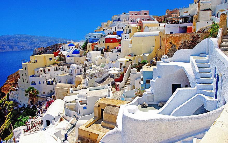 13. Прогуляться вокруг острова Санторини в Греции – ожидание.