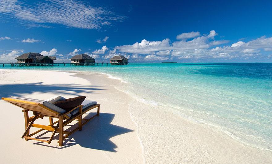 9. Расслабиться на великолепных пляжах на Мальдивах – ожидание.