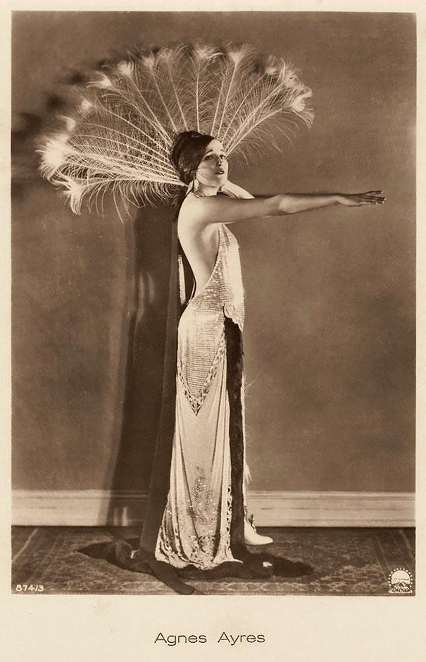 15. Агнес Эйрс — американская актриса, которая была популярна в эпоху немого кино.