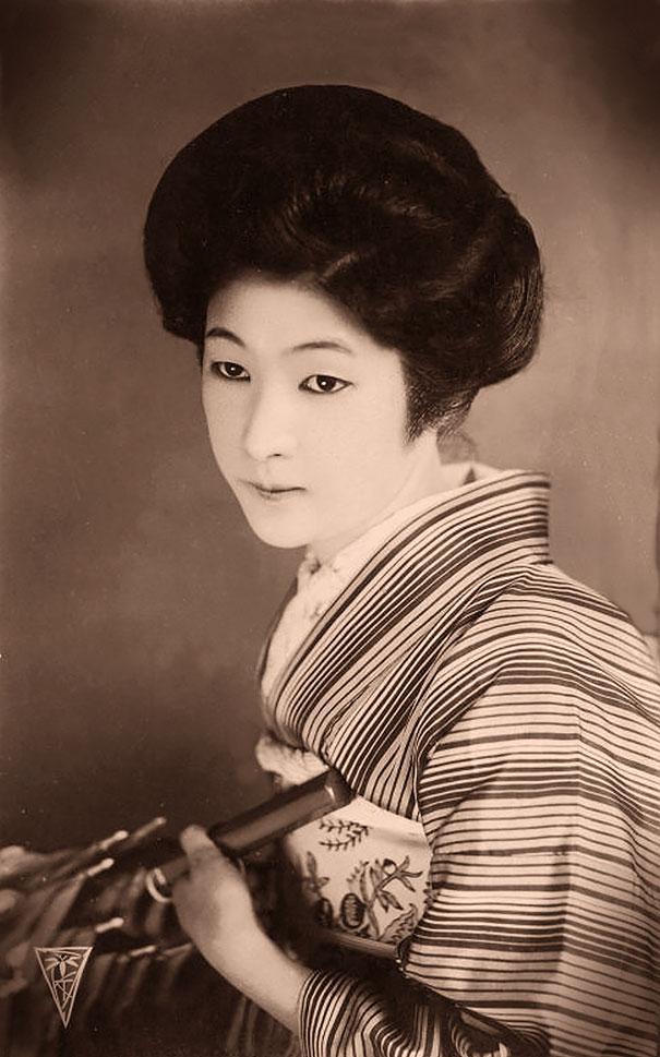 18. Японка с зонтом.