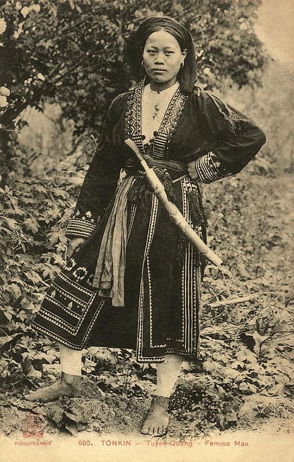 26. Молодая вьетнамская женщина с мечом.