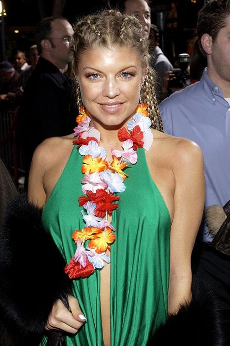 18. Певица Ферги в 2004 году с косичками и дредами.
