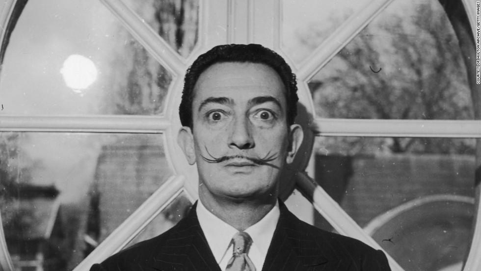 13. Неотделимый от своих тонких усиков испанский художник-сюрреалист Сальвадор Дали. Он закручивал их вверх.