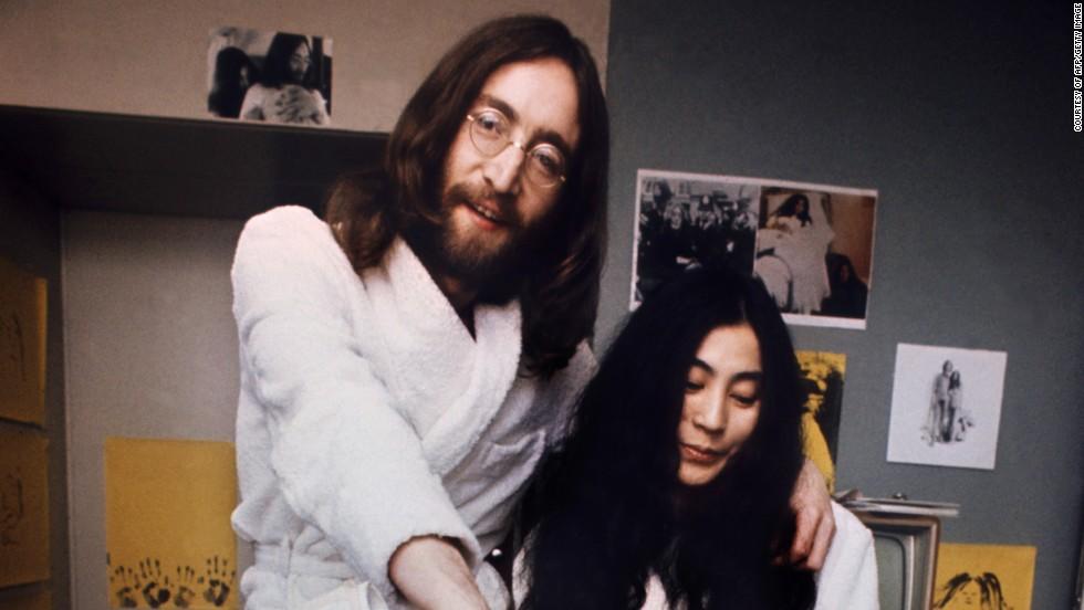 16. Для британского музыканта Джона Леннона борода стала символом его пацифистских взглядов. Джон Леннон начал отращивать бороду в 1969 году.