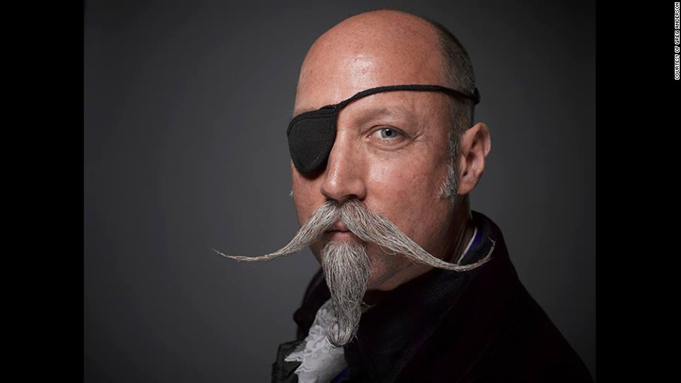 4. Мушкетерский стиль бороды и усов. Длинные и тонкие усы и небольшая клиновидная бородка.
