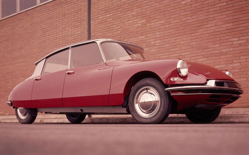 11. Citroen DS всегда был очень загадочным автомобилем, а сегодня и вовсе сделался культовым.