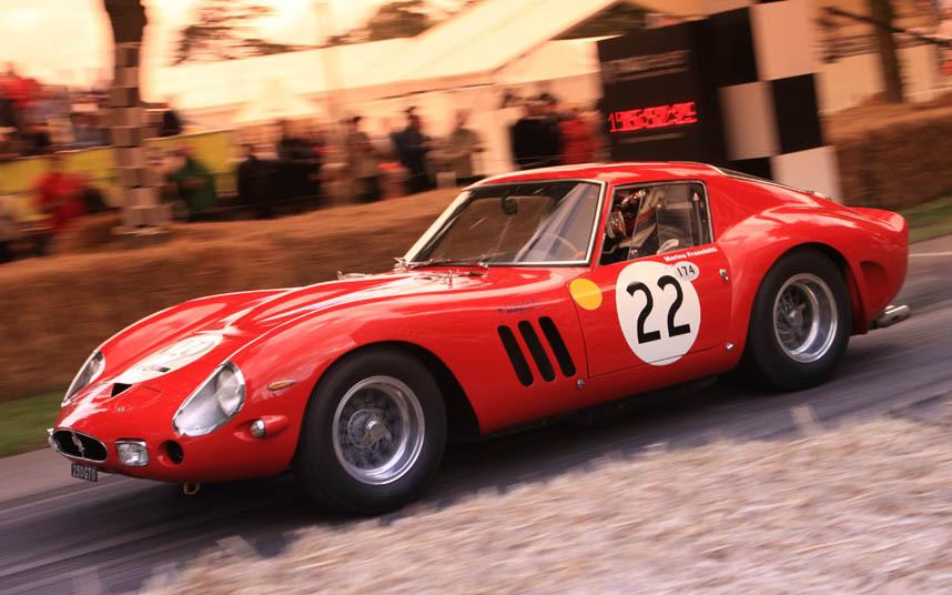 17. Ferrari GTO или Gran Turismo Omologato. Один из самых дорогих классических спорткаров в мире.