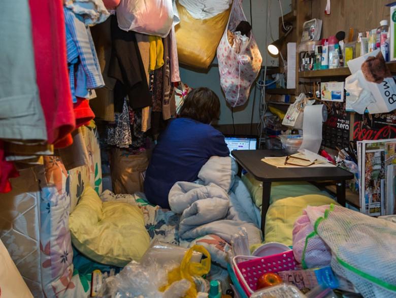 10. Расставленные предметы гигиены говорят о том, что человек живет в номере уже очень давно, а не заселился на одну-две ночи.
