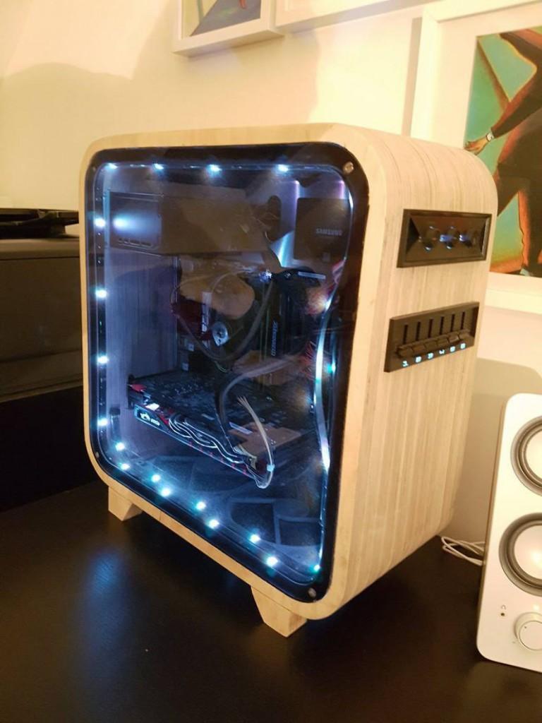 16. Внутри корпуса, вдоль панели из органического стекла, установлены светодиоды, которые позволяют рассмотреть все детали внутренней сборки компьютера.