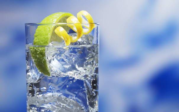 5. Добавьте воде аромата.