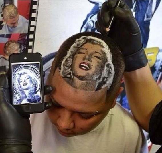 летний брат. На фото – Нельсон Мандела. 5. Роб начал в местной парикмахерской, но слава о нем быстро разлетелась по городу. На фото – Мэрилин Монро.